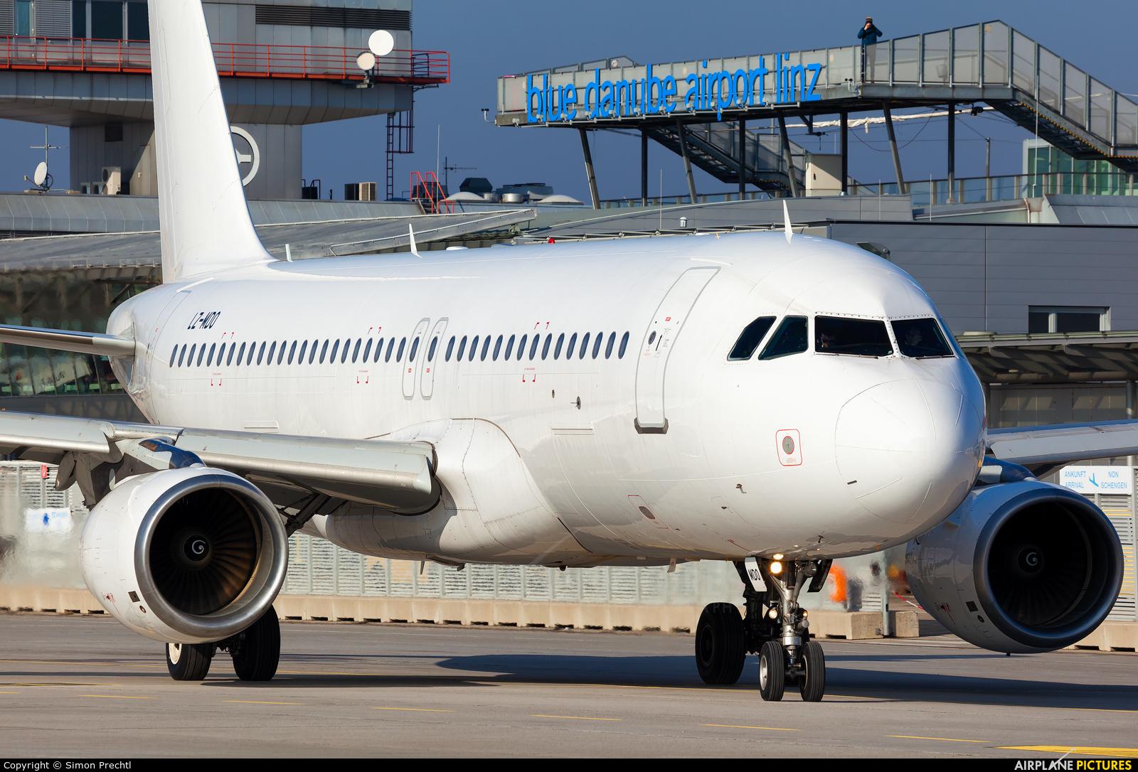Air Via LZ-MDO aircraft at Linz