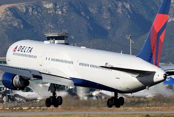 N832MH - Delta Air Lines Boeing 767-400ER