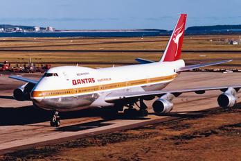 VH-EBR - QANTAS Boeing 747-200