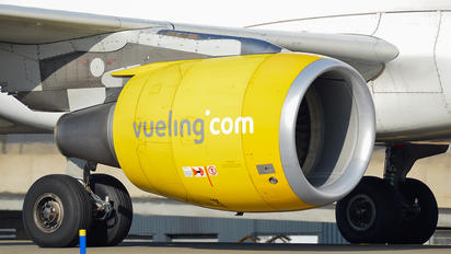 - - Vueling Airlines Airbus A320
