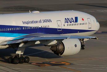 JA713A - ANA - All Nippon Airways Boeing 777-200