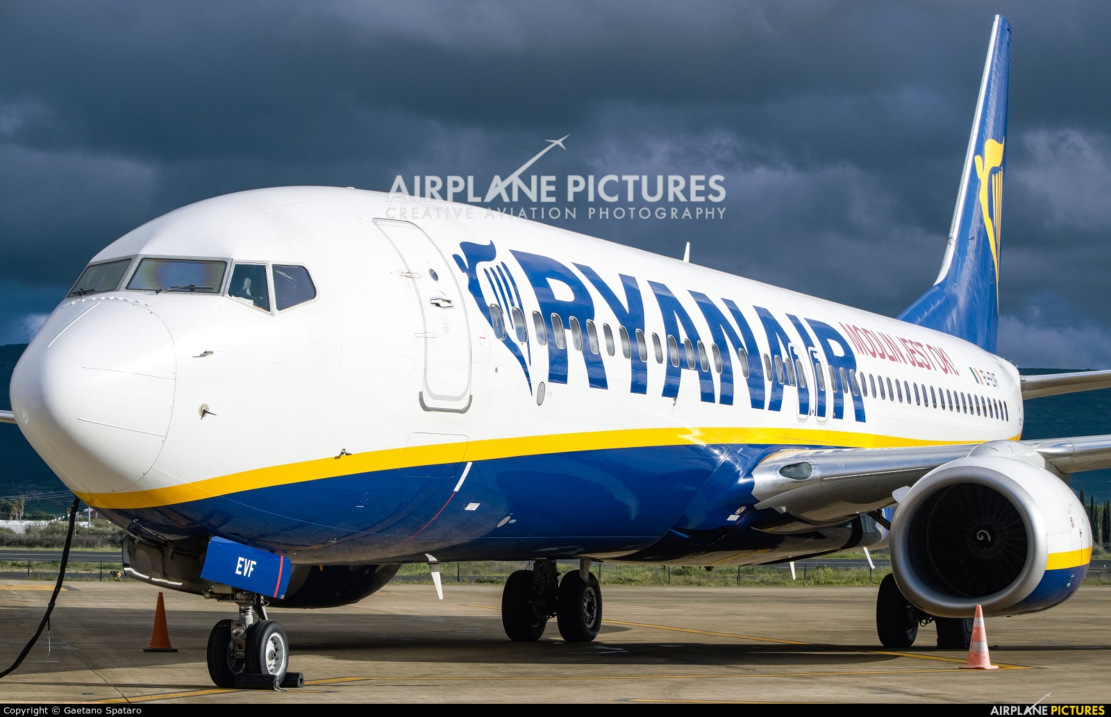 Ryanair EI-EVF aircraft at Comiso - Sicily