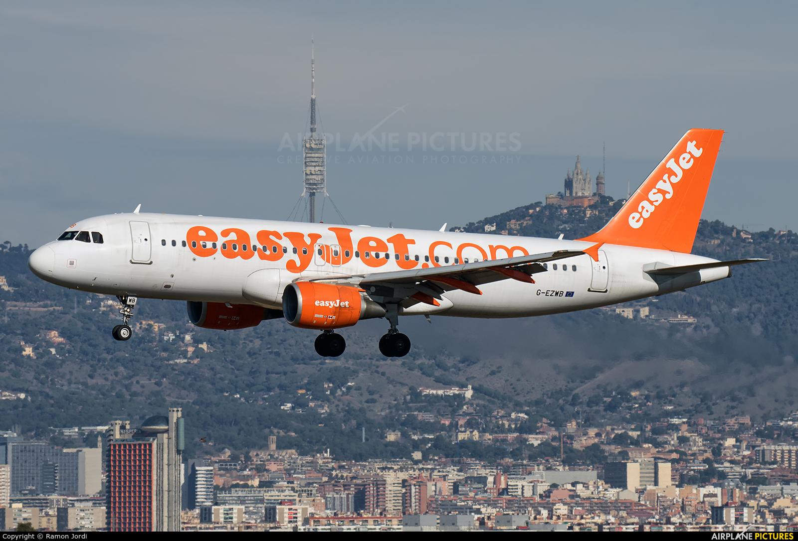 easyJet G-EZWB aircraft at Barcelona - El Prat