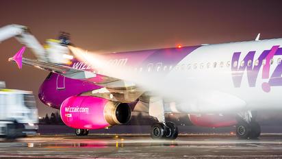 HA-LPT - Wizz Air Airbus A320