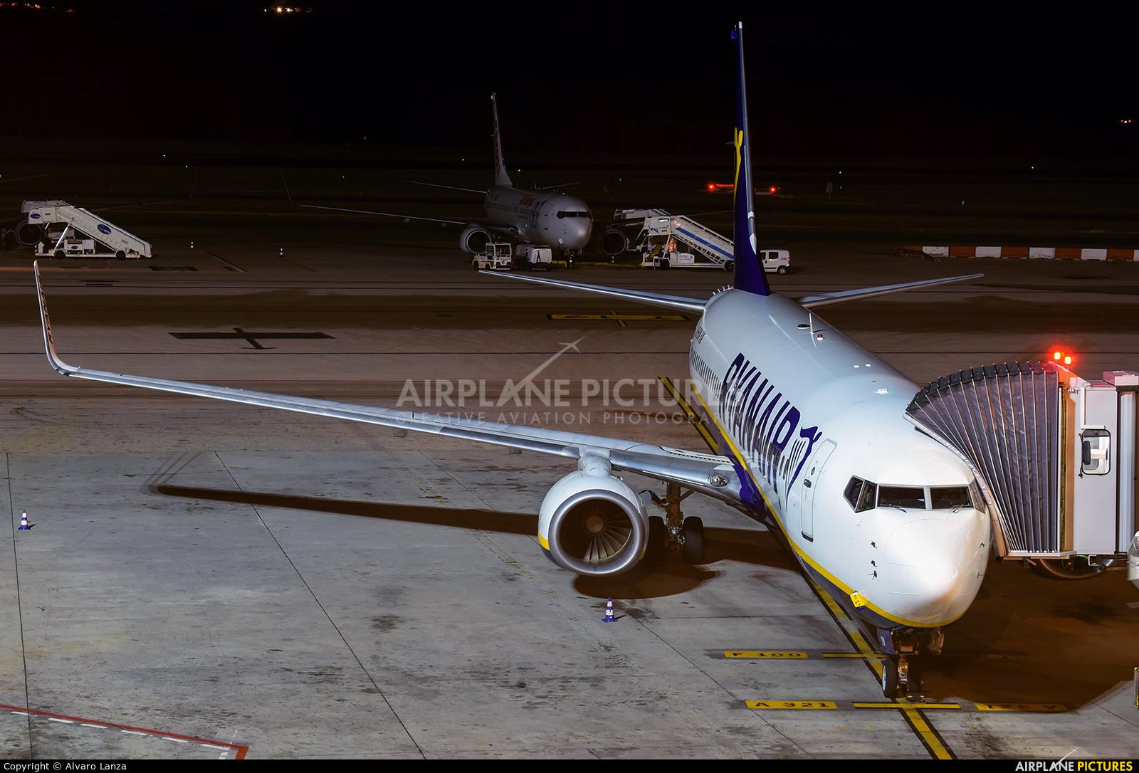 Ryanair EI-DCI aircraft at Madrid - Barajas