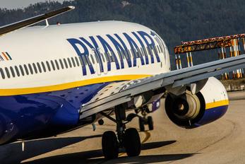 EI-DYN - Ryanair Boeing 737-800