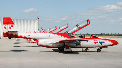 3H 1708 - Poland - Air Force: White & Red Iskras PZL TS-11 Iskra