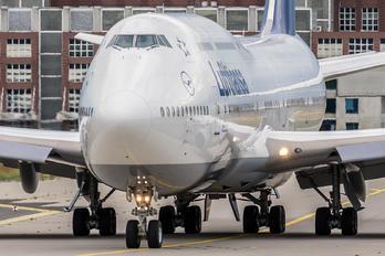 D-ABYN - Lufthansa Boeing 747-8