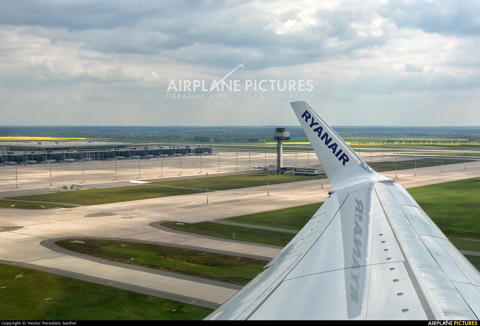 Ryanair EI-EFE aircraft at Berlin - Schönefeld