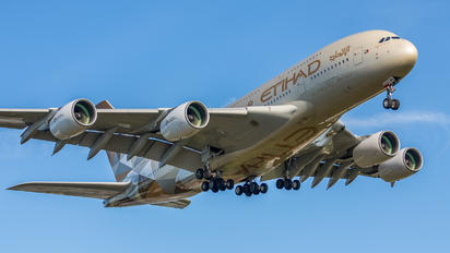 A6-API - Etihad Airways Airbus A380