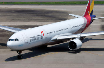 HL7736 - Asiana Airlines Airbus A330-300