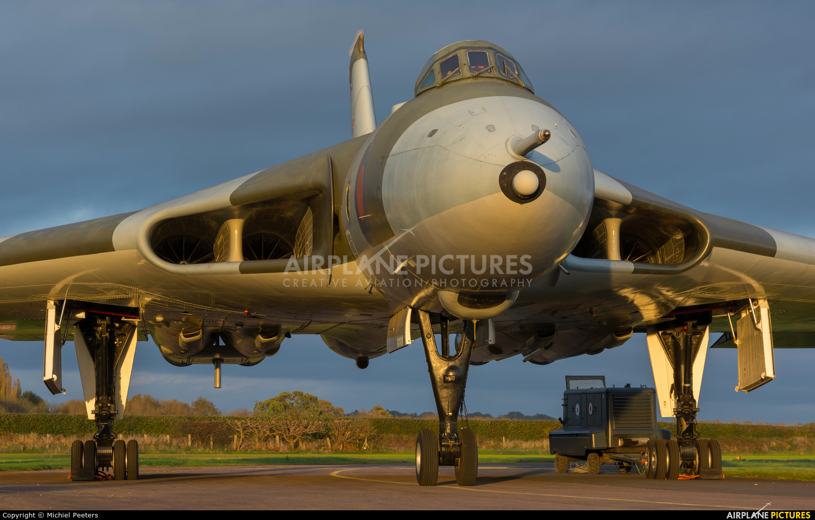 Royal Air Force XM655 aircraft at Wellesbourne Mountford