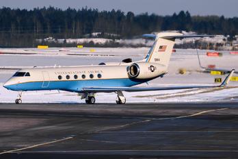 97-01944 - USA - Army Gulfstream Aerospace C-37A