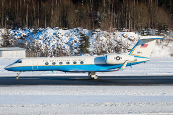 97-01944 - USA - Army Gulfstream Aerospace C-37A