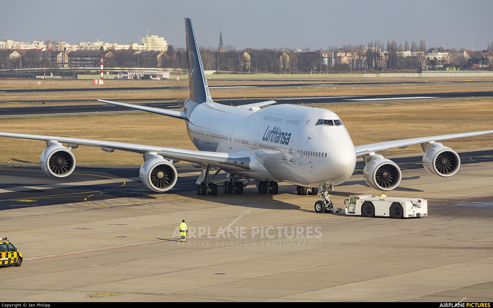 Lufthansa D-ABYA aircraft at Berlin - Tegel