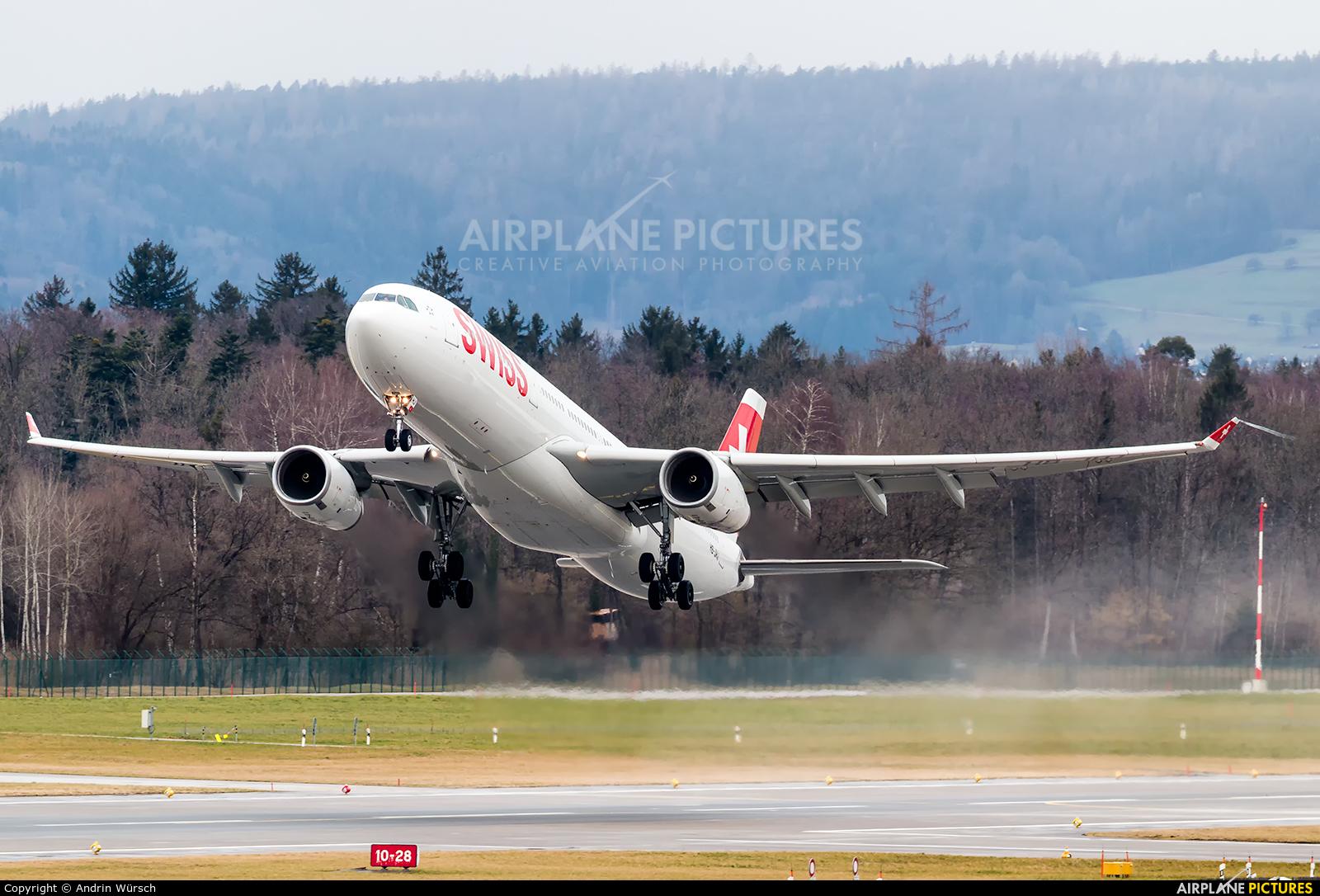 Swiss HB-JHJ aircraft at Zurich