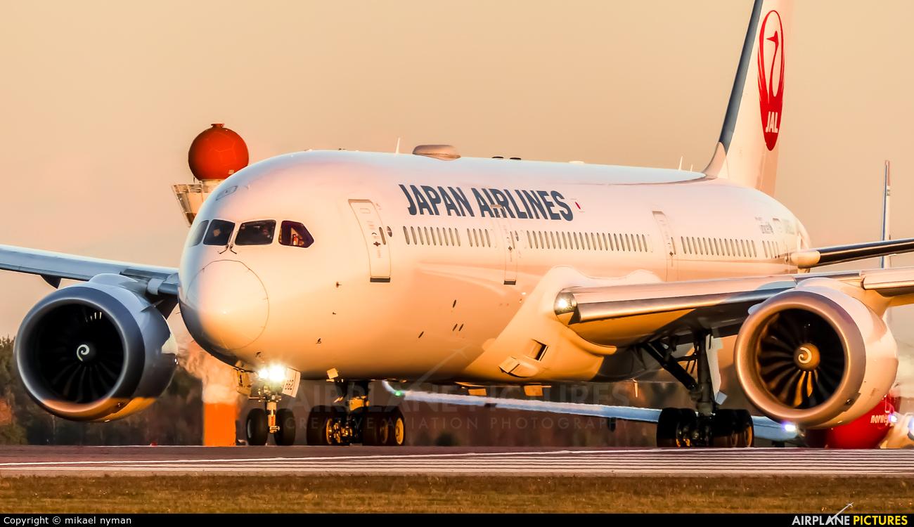 JAL - Japan Airlines JA862J aircraft at Helsinki - Vantaa