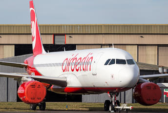 OE-IZF - Air Berlin Airbus A320