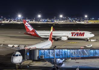 PT-MOB - TAM Boeing 767-300ER