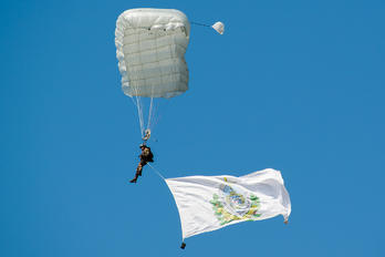 - - Hungary - Air Force Parachute Military