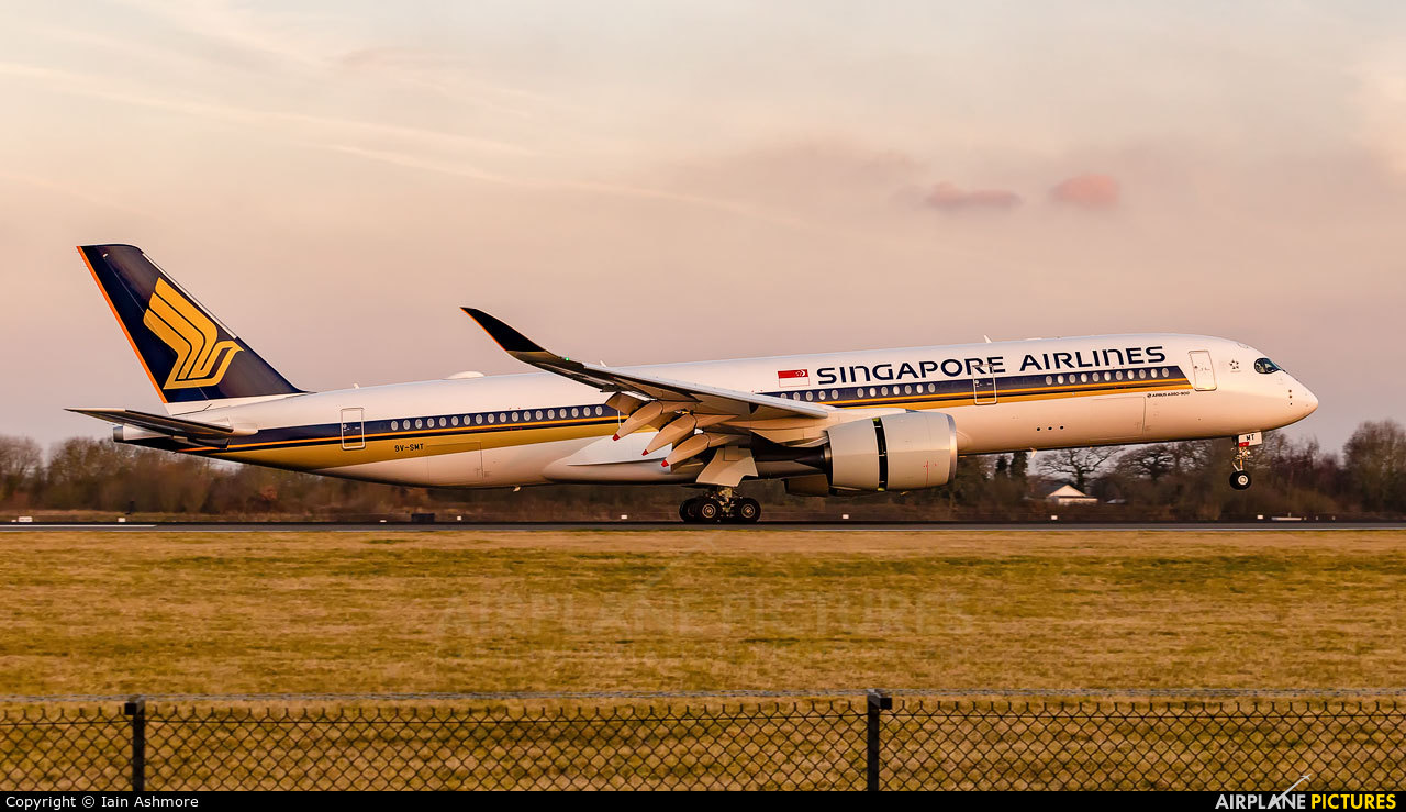 Singapore Airlines 9V-SMT aircraft at Manchester