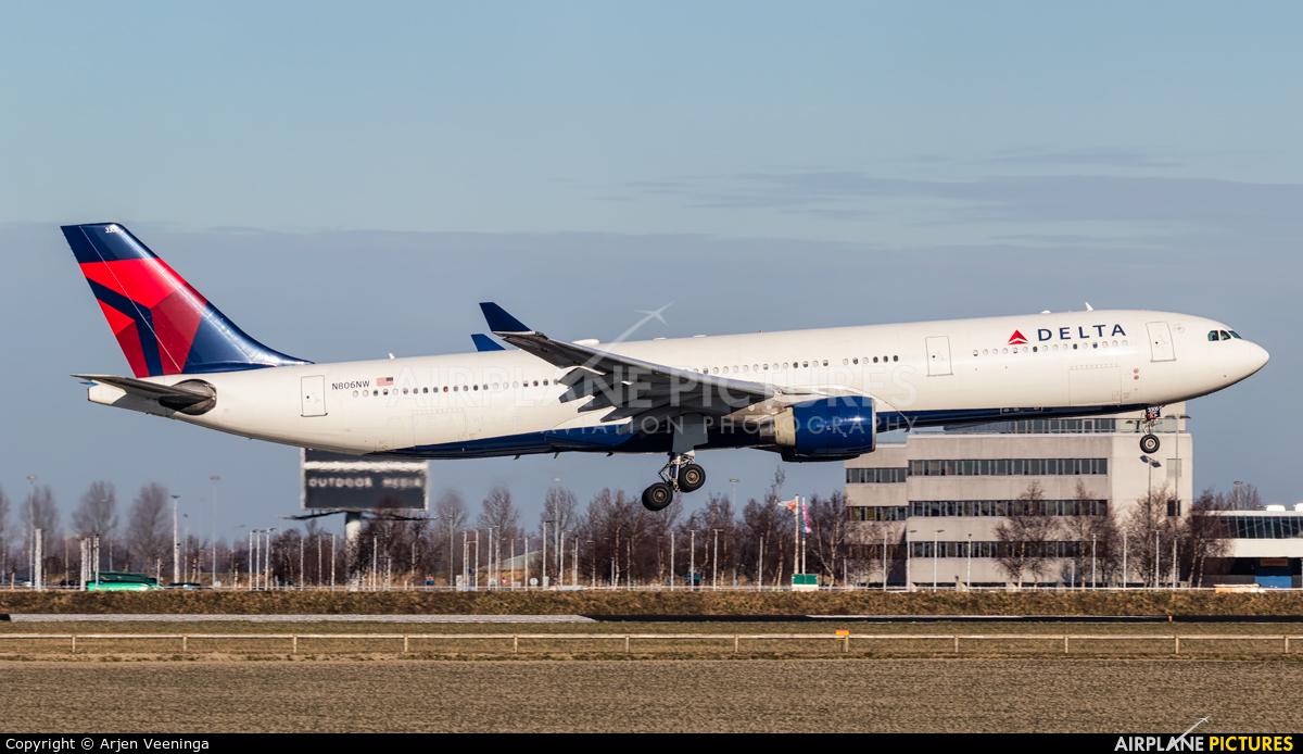 Delta Air Lines N806NW aircraft at Amsterdam - Schiphol