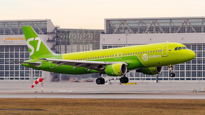 VP-BDT - S7 Airlines Airbus A320