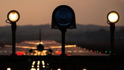 - - Ryanair - Airport Overview - Runway, Taxiway