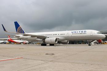 N26123 - United Airlines Boeing 757-200
