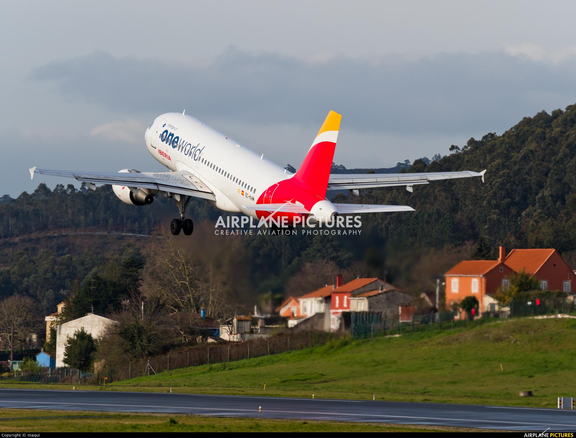 Iberia EC-KHM aircraft at La Coruña