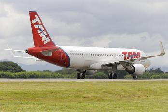 PR-TYF - TAM Airbus A320