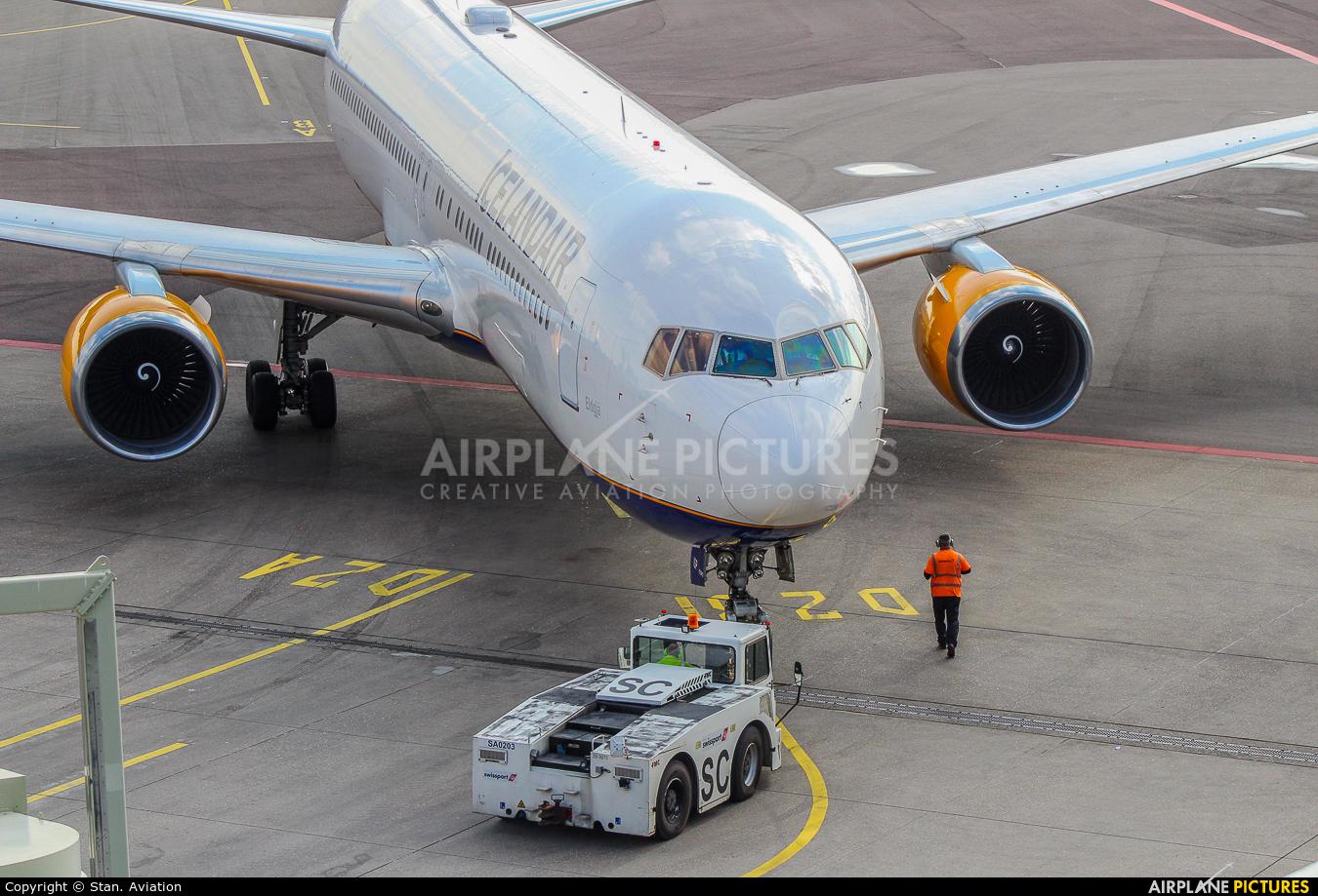 Icelandair TF-ISP aircraft at Amsterdam - Schiphol