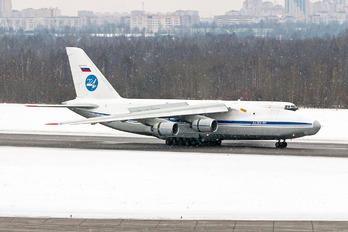 RA82010 - Russia - Air Force Antonov An-124