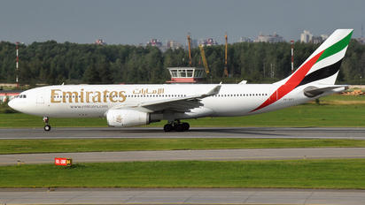 A6-EKT - Emirates Airlines Airbus A330-200