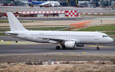 YL-LCS - SmartWings Airbus A320