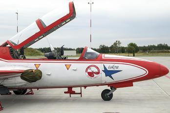 3H-1715 - Poland - Air Force: White & Red Iskras PZL TS-11 Iskra