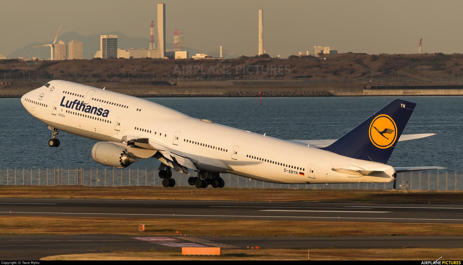 Lufthansa D-ABYN aircraft at Tokyo - Haneda Intl