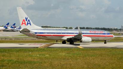 N954AN - American Airlines Boeing 737-800