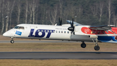 SP-EQF - LOT - Polish Airlines de Havilland Canada DHC-8-402Q Dash 8