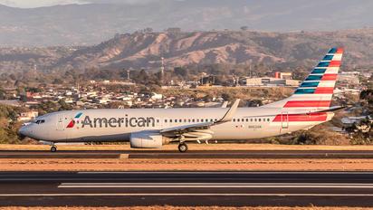 N962AN - American Airlines Boeing 737-800