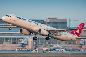 TC-JSE - Turkish Airlines Airbus A321