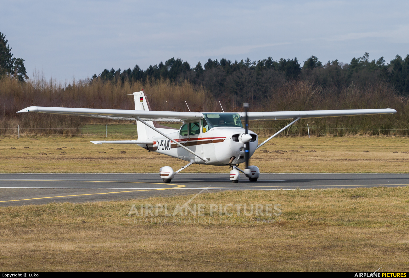 Private D-EVJO aircraft at Uelzen