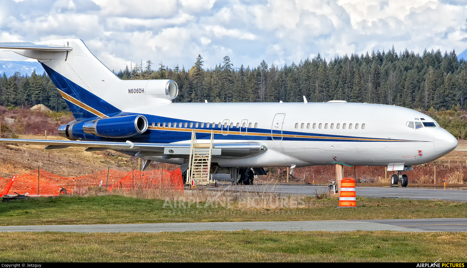 Private N606DH aircraft at Port Alberni, BC