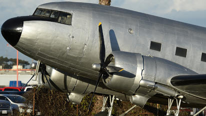 N19915 - Private Douglas DC-3