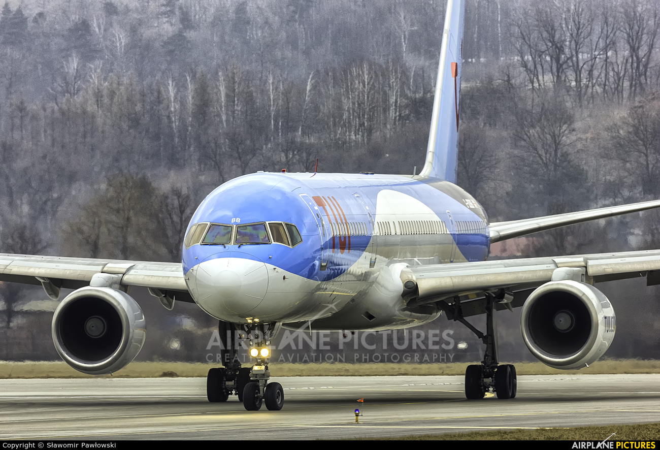 TUI Airways G-OOBB aircraft at Kraków - John Paul II Intl