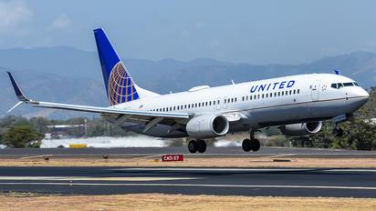 N76532 - United Airlines Boeing 737-800