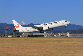 JA326J - JAL - Japan Airlines Boeing 737-800