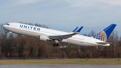 N652UA - United Airlines Boeing 767-300ER