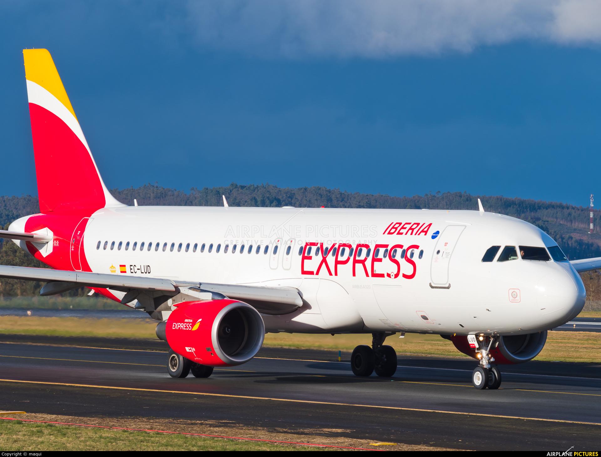 Iberia Express EC-LUD aircraft at Santiago de Compostela