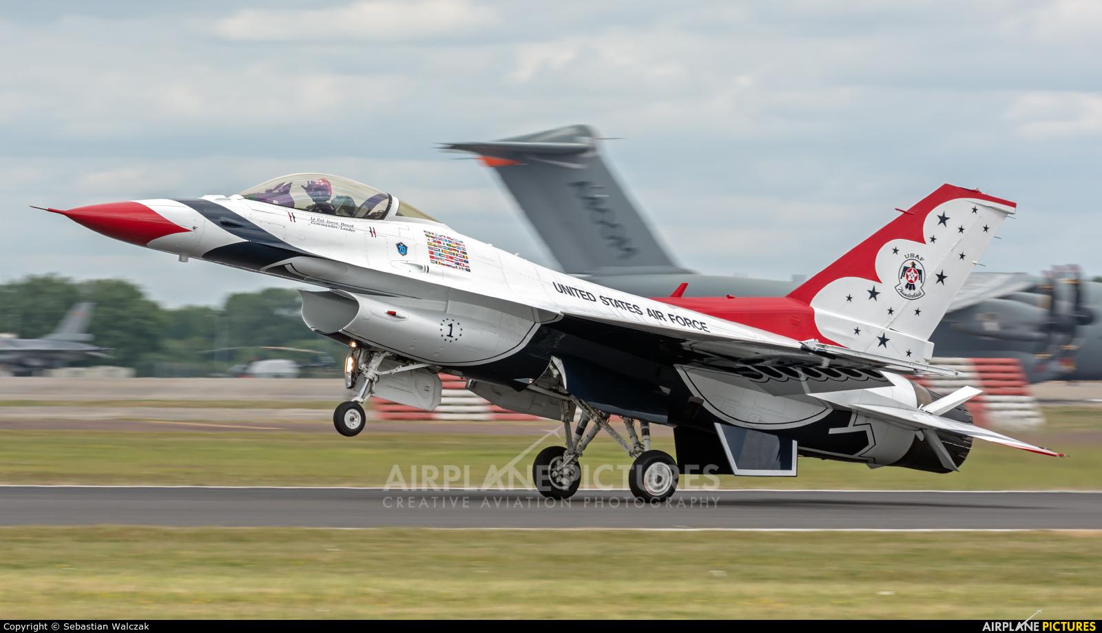 USA - Air Force : Thunderbirds 92-3880 aircraft at Fairford